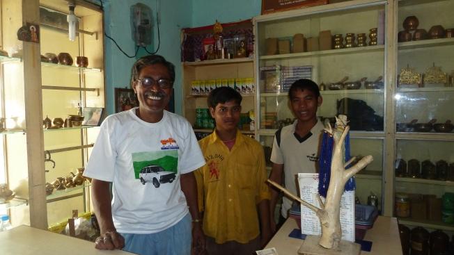 Mr Roy van het Yama Restaurant en zijn jongens     foto : jampa