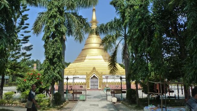 Lumbini   Birmese stupa                                                                     foto : jampa 2011